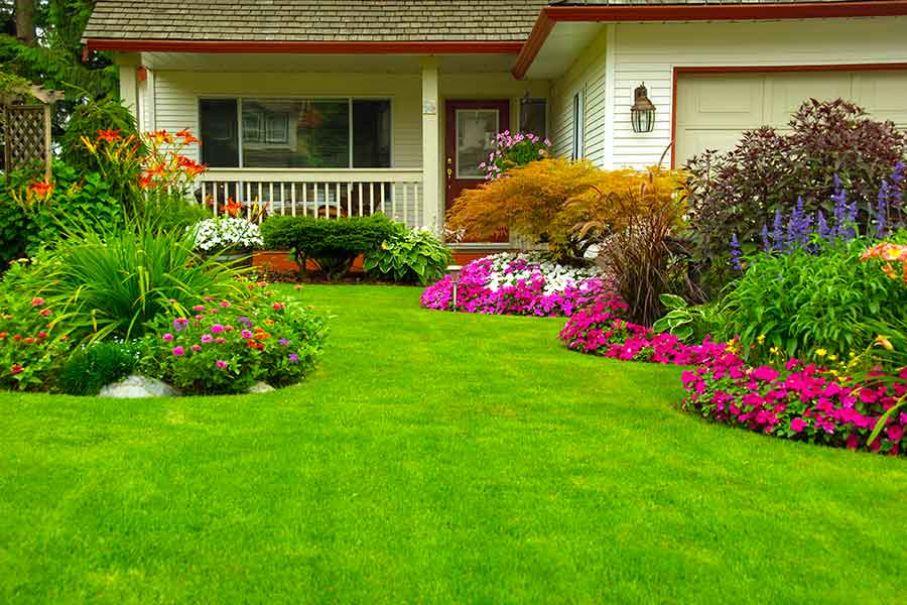casa con jardinera colores